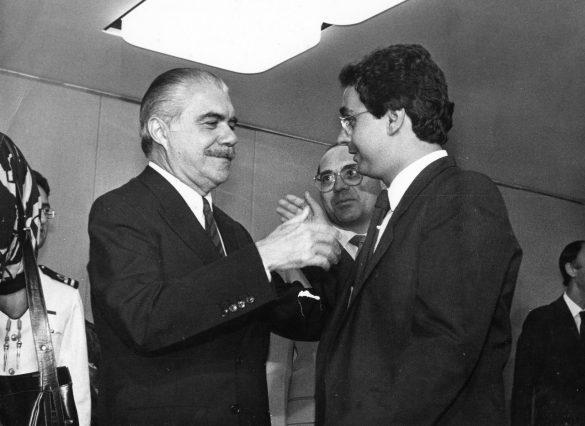 José Sarney de Araújo Costa, nascido José Ribamar Ferreira de Araújo Costa, é um advogado, político e escritor brasileiro, que serviu como o 20.º Vice-Presidente do Brasil (1985) e o seu 31.º Presidente (1985-1990)