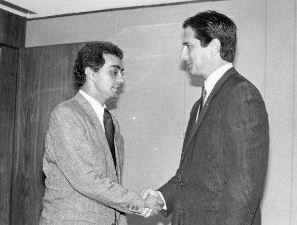 Fernando Affonso Collor de Mello, mais conhecido como Fernando Collor, é um político brasileiro. Foi o 32º Presidente do Brasil, de 1990 até renunciar em 1992