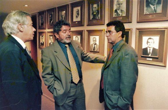 Luiz Inácio Lula da Silva, nascido Luiz Inácio da Silva e mais conhecido como Lula, é um político, ex-sindicalista e ex-metalúrgico brasileiro, o 35º presidente do Brasil entre 2003 e 2011.